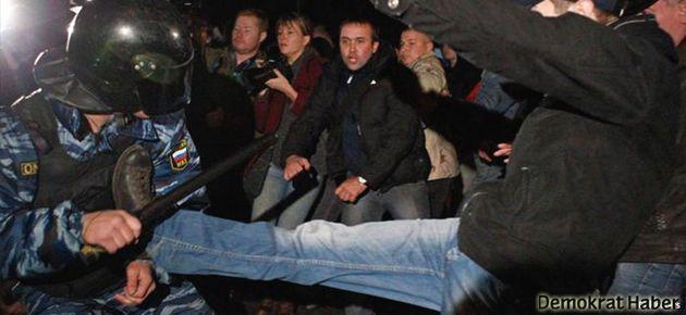 Moskova'daki ırkçı gösterilerde 1200 gözaltı
