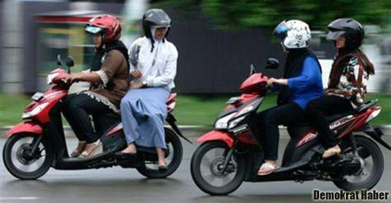 Motosiklete binen kadına şeriat yasağı