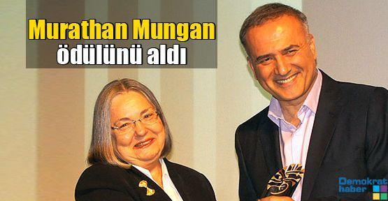 Murathan Mungan ödülünü aldı