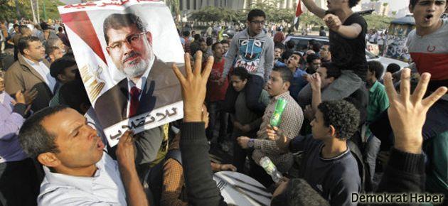 Mursi'nin yargılanmasına başlandı