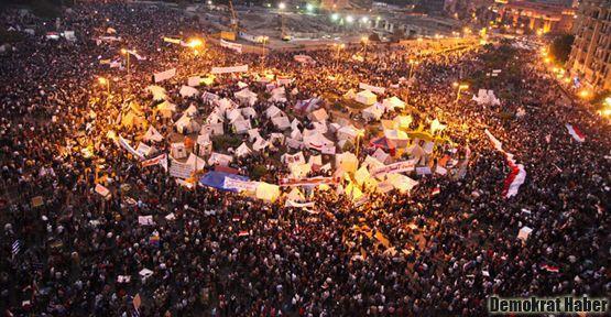 Göstericiler Tahrir Meydanı'nı yine doldurdu