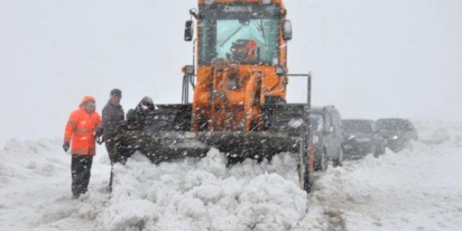 Muş'ta kar yağışı ve tipi nedeniyle 30 kişi mahsur