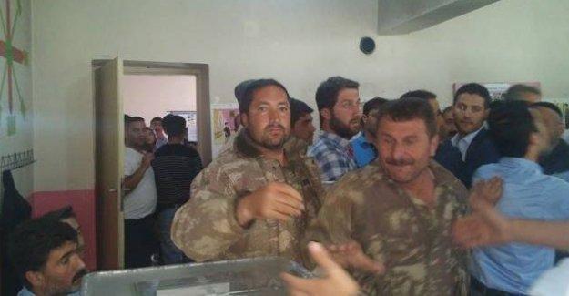 Muş'ta silahlı korucular HDP'li aday ve yöneticilere saldırdı!