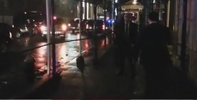 Protesto edilen Davutoğlu, çareyi  'kargo' kapısından otele girmekte buldu