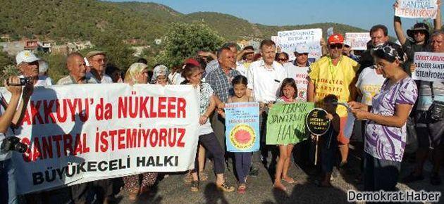 Nükleer karşıtları yolu trafiğe kapattı