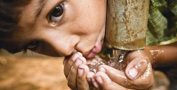 Obezitenin önlenmesi için çocuklara yemekle beraber su verin