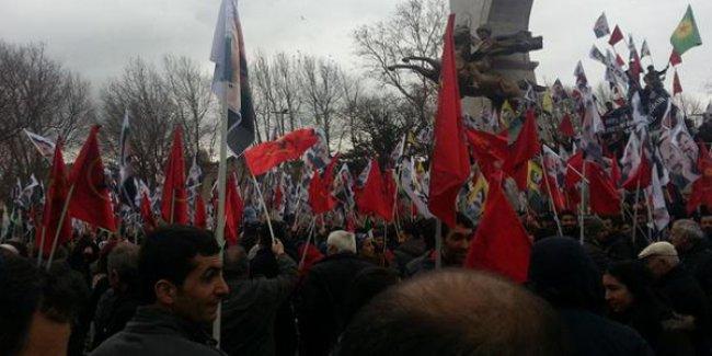Öcalan'ın Türkiye'ye getirilişinin yıl dönümü protesto ediliyor