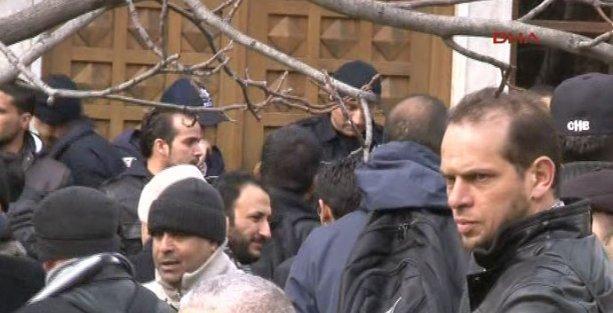 Öğrenciler Libya'nın Ankara Büyükelçiliği'ni bastı
