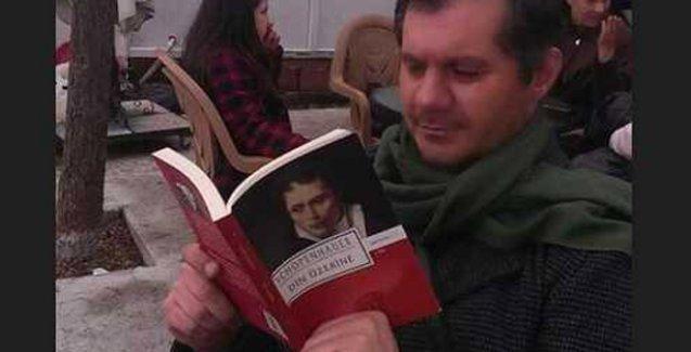 Öğretmen Halil Serkan Öz'den 60 kitap önerisi