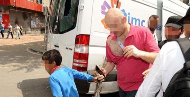 Okmeydanı'na keşfe giden polisler zor kurtuldu