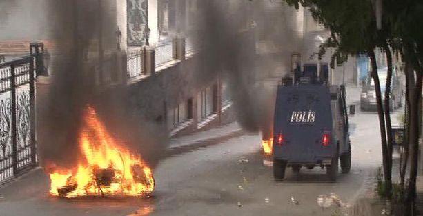 Okmeydanı'nda iki polis motosikleti yakıldı