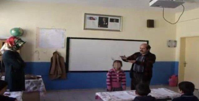 Okul müdüründen utandıran hareket: Öğrencilerin başından para saçtı