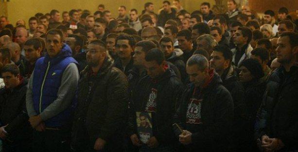 Öldürülen Sırp taraftar için Türkiye Büyükelçiliği önünde protesto