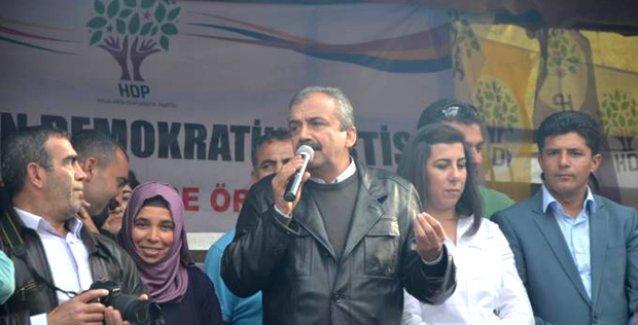 Önder'den Eşme'ye giden Davutoğlu'na: Oraya Kobanê'deki direnişçiler sayesinde gidebiliyorsun