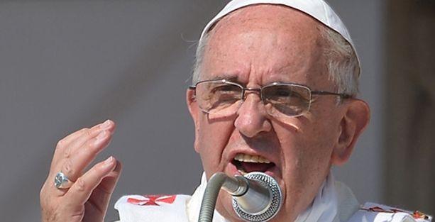Papa mafyayı dinden çıkardı