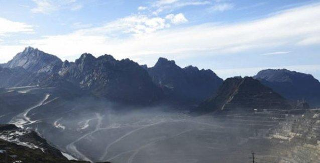 Papua Yeni Gine'de 7,4 büyüklüğünde deprem