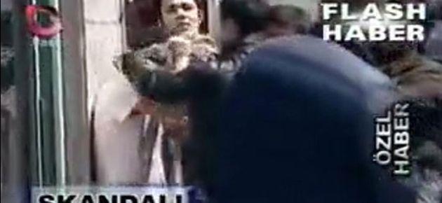 Polis öğrenciye zorla puşi takıp fişledi!
