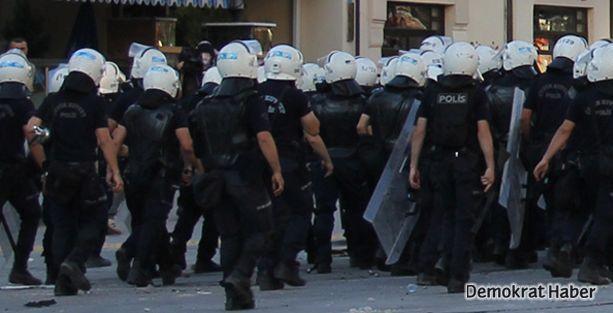 Gezi'de görevli polislerin kask numarası yoğunluktan silinmiş!