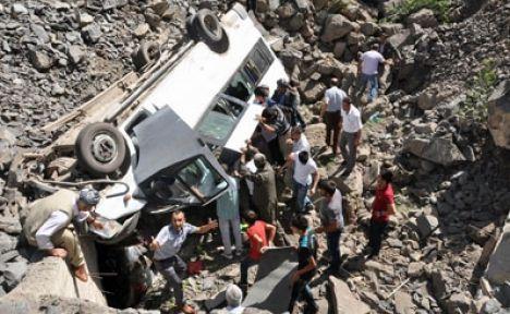 Roboskî'de askeri araç devrildi: 12 ölü