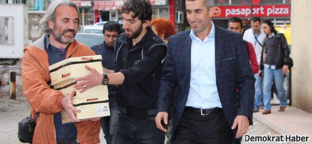 Roboski'den Abdullah Gül'e 3 ayakkabı kutusu imza