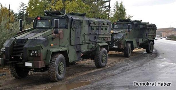 Şemdinli'de askeri araç devrildi: 1 ölü