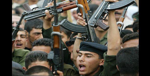 Şiiler hayatta kalabilmek için silahlanmaya başladı!