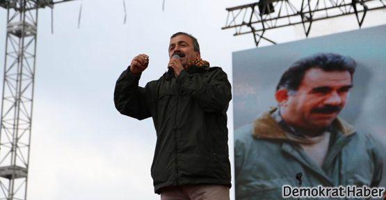 Sırrı Süreyya, Newroz'da Öcalan'ın sözleriyle seslendi