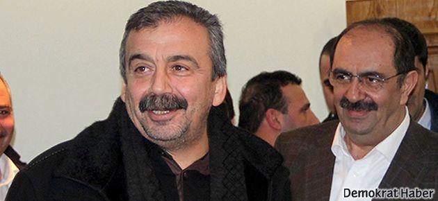 Sırrı Süreyya'dan CHP'ye ziyaret