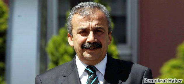 Sırrı Süreyya'dan Yanardağ'a destek