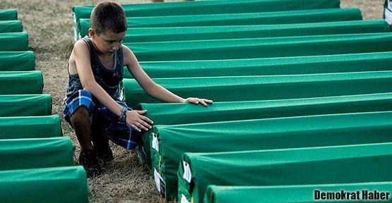 Srebrenitsa soykırımının 17. yılında acılar tazelendi