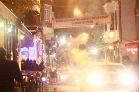 Taksim ve Kadıköy'de Kobani zaferini kutlayanlara polis saldırısı