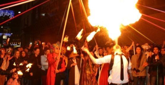 Taksim'de Baklahorani Karnavalı