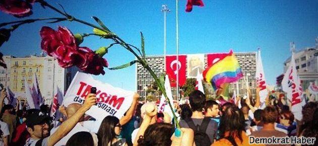 Taksim'de binlerce kişi toplanıyor
