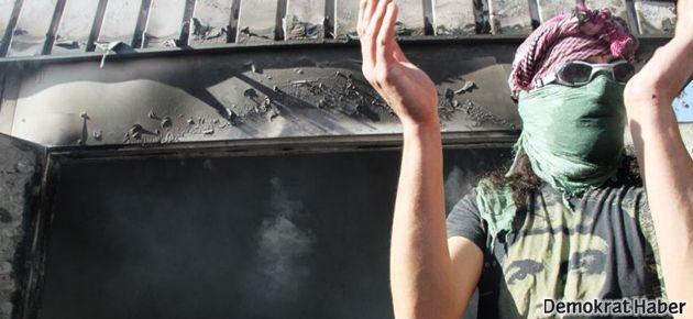 Taksim'de eylemciler NTV aracını devirdi