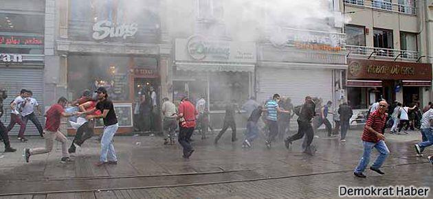 Taksim'de gazetecilere gözaltı