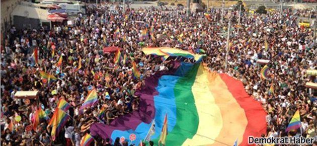 Taksim'de LGBT Onur Yürüyüşü
