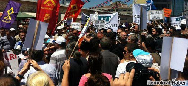 Taksim'de sanatçıların yürüyüşüne polis engeli