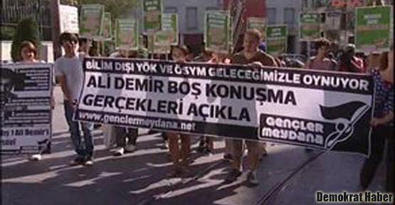 Taksim'de YÖK ve ÖSYM protestosu