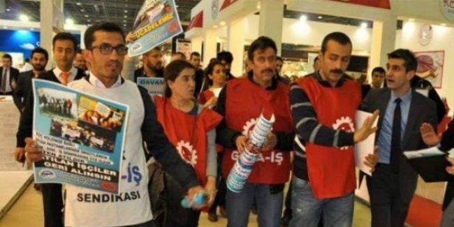 Taleplerini anlatmak isteyen Divan işçilerine saldırı