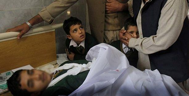 Taliban Pakistan'da okula saldırdı: 130 ölü
