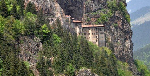 Tarihi Sümela Manastırı'nın çevresi, satış stantları için ihaleye açıldı