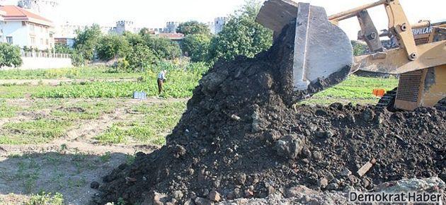 Tarihi Yedikule bostanları yok ediliyor