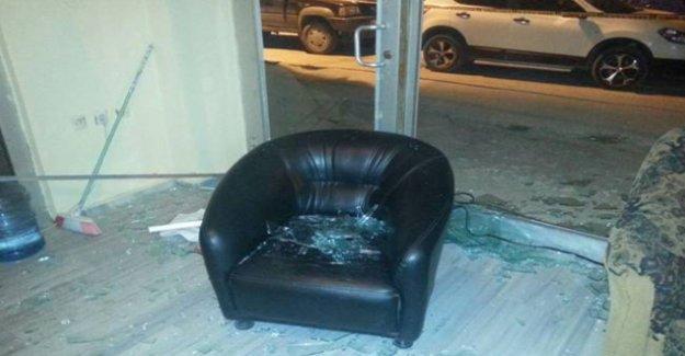 Tekirdağ'da HDP seçim bürosuna sopa ve taşlarla saldırı