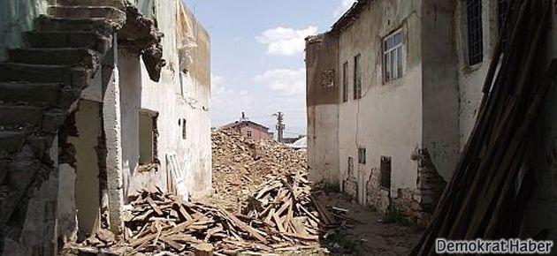 TOKİ için tarihi Ermeni evleri yıkılıyor