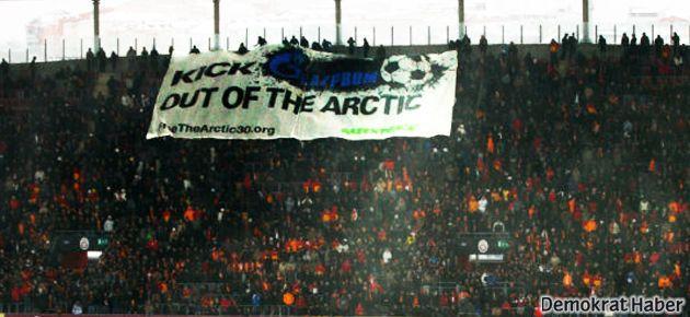 TT Arena'da da Greenpeace'ten Gazprom protestosu