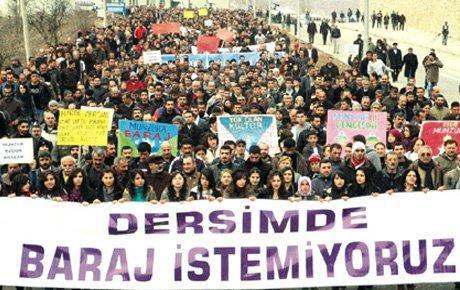 Tunceli'de binlerce kişi barajları protesto etti