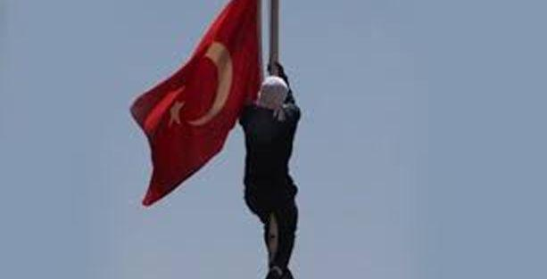 Türk bayrağını indiren kişi yakalandı