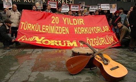 Türküler susmaz, davalar sürer!