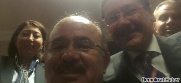 Twitter açıldı, AKP 'selfie' fotoğrafıyla kutladı