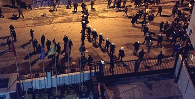 Ülkücülerden Akit protestosu: Camlar kırıldı, silah sesleri duyuldu, Akit 'paralel'e bağladı